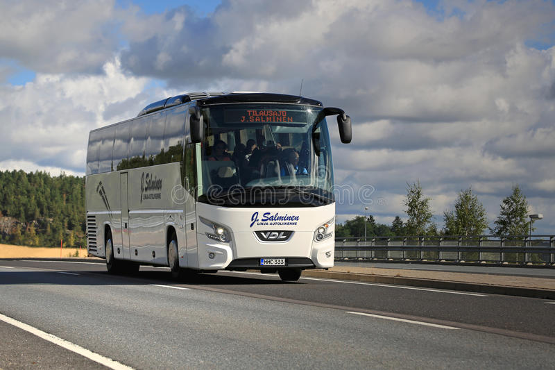 Lagledare Bus för vit VDL Futura på vägen arkivbilder