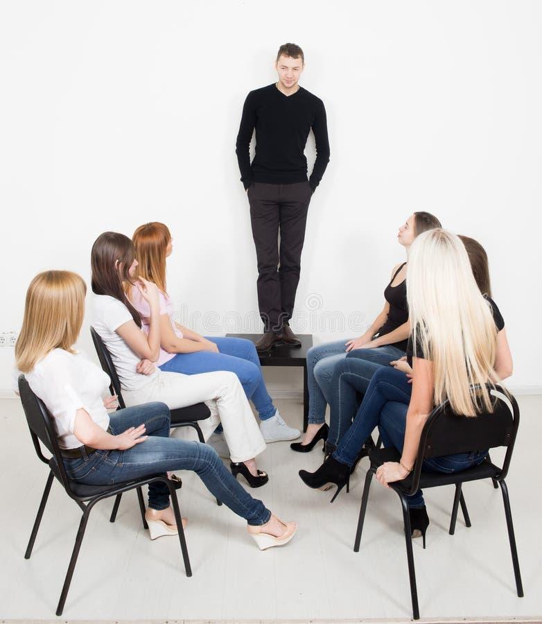 Lagledare och stödgrupp under psykologiskt royaltyfri foto