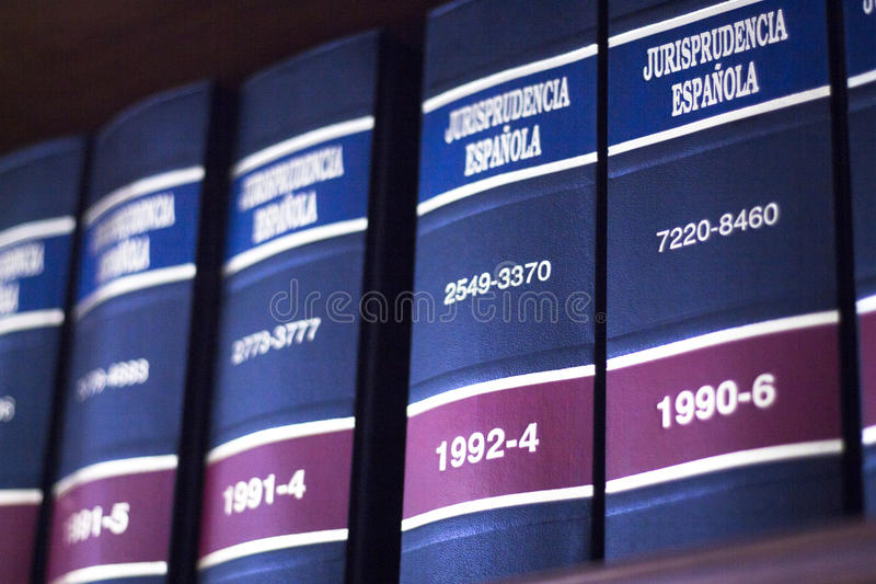 Lagliga böcker i lagkontor royaltyfria foton