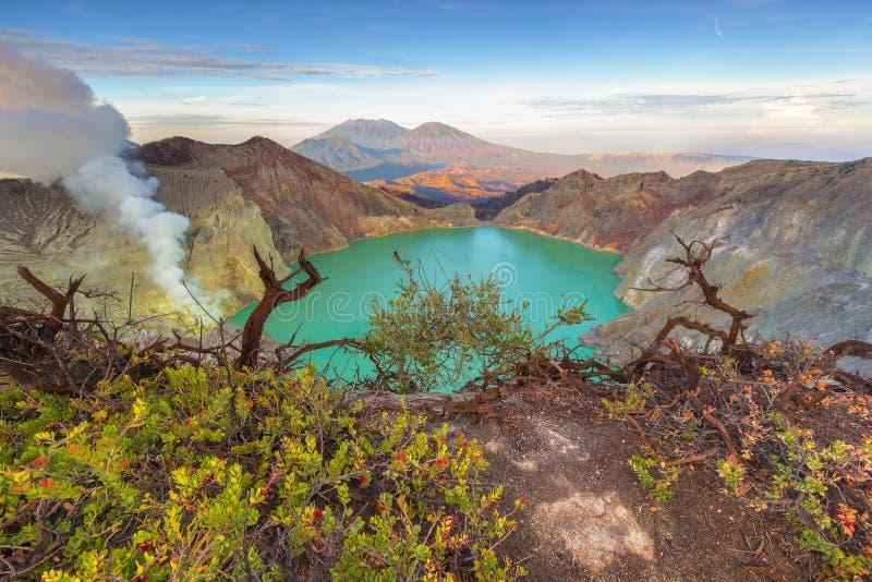 Lago ácido, cratera de Ijen fotos de stock royalty free