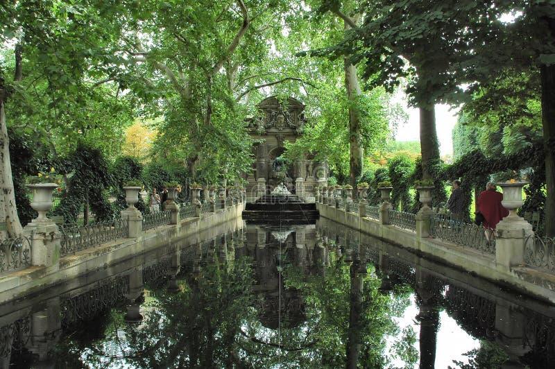 Download Lago imagen de archivo. Imagen de árbol, estatua, vegetación - 192351