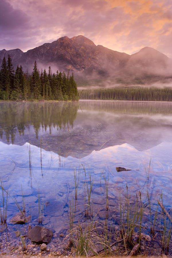 Lago 4 pyramid imagens de stock royalty free