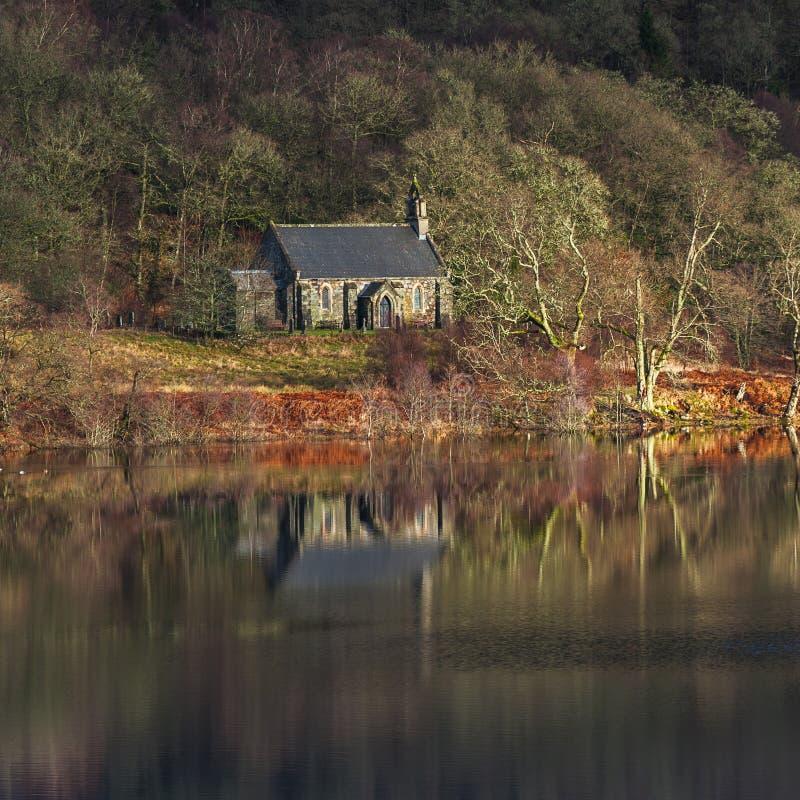 Lago Achray de la iglesia de Trossach fotos de archivo