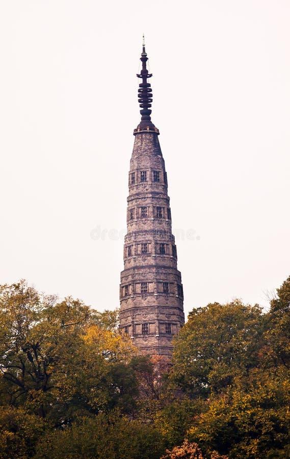 Lago ad ovest Hangzhou Zhejiang Cina pagoda antica di Baochu immagine stock