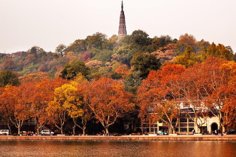 Lago ad ovest Hangzhou Zhejiang Cina pagoda antica di Baochu immagine stock libera da diritti
