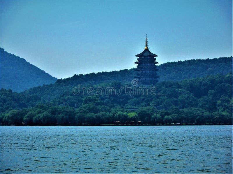 Lago ad ovest nella città di Hangzhou, Cina Paesaggio, natura, ambiente e fascino fotografia stock libera da diritti