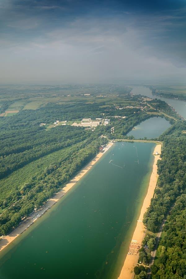 Lago ada Ciganlija a Belgrado veduta dall'aereo fotografie stock libere da diritti