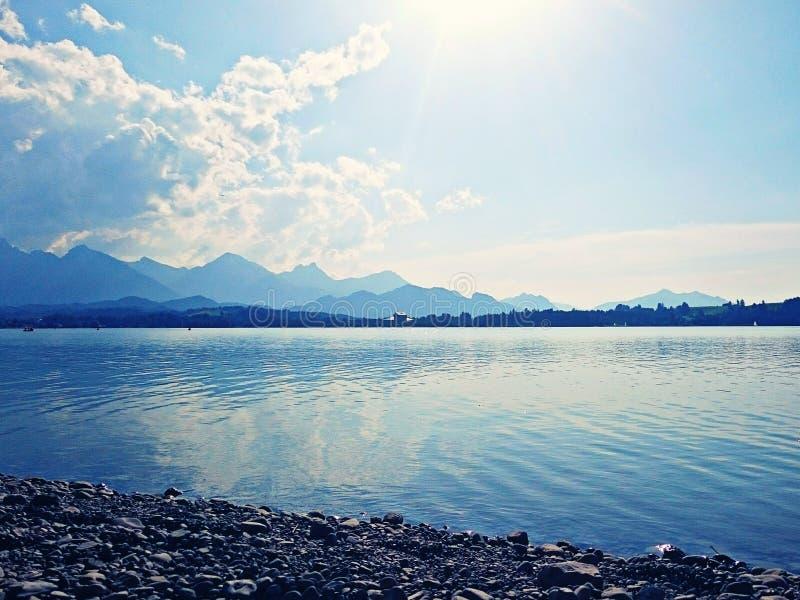 Lago al sole immagine stock