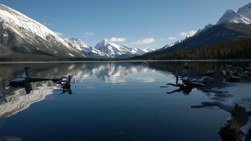 Lago Alberta, Kananaskis, Canadá foto de archivo