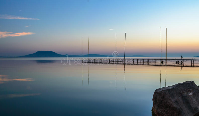 Lago all'alba fotografie stock