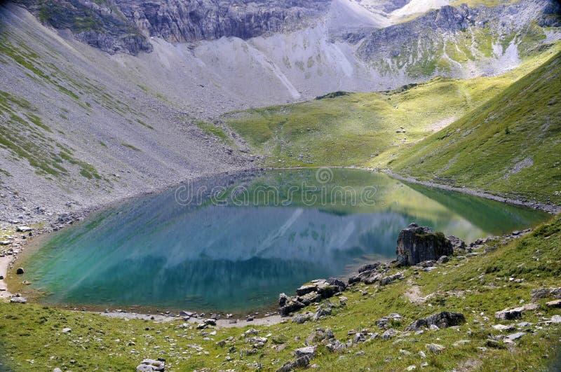 Lago alpestre imagen de archivo