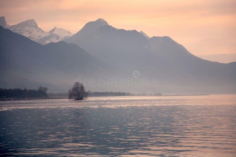 Lago alpino suíço imagem de stock