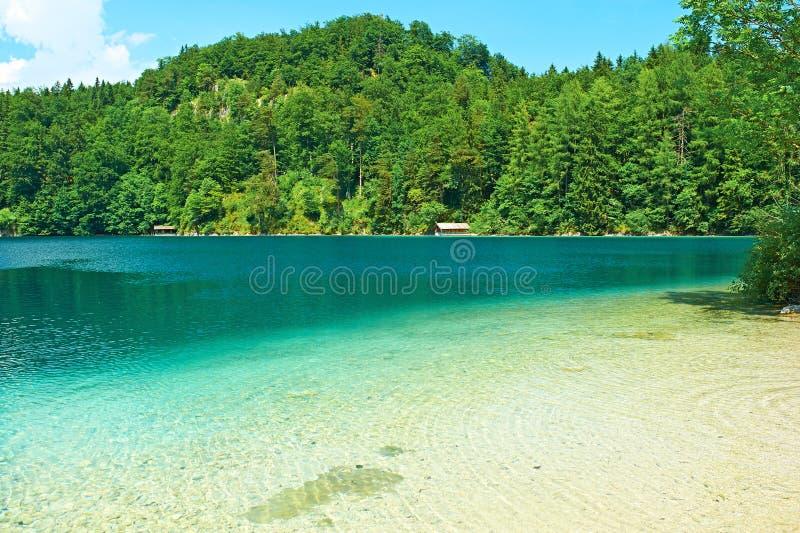 Lago Alpsee em Hohenschwangau perto de Munich em Baviera fotografia de stock