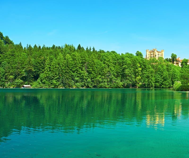 Lago Alpsee em Hohenschwangau perto de Munich em Baviera fotos de stock royalty free