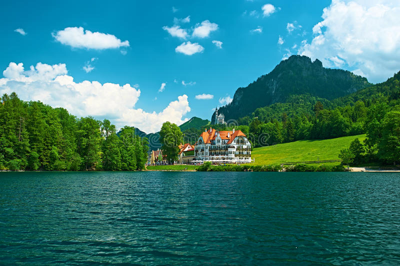 Lago Alpsee em Hohenschwangau perto de Munich em Baviera foto de stock