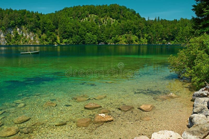 Lago Alpsee em Hohenschwangau perto de Munich em Baviera imagens de stock royalty free