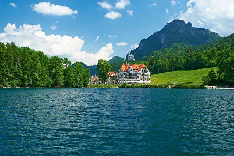 Lago Alpsee em Hohenschwangau perto de Munich em Baviera fotos de stock