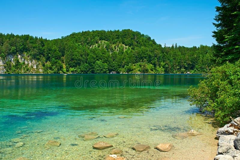 Lago Alpsee em Hohenschwangau perto de Munich em Baviera imagens de stock