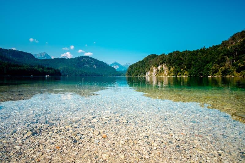 Lago Alpsee em Hohenschwangau perto de Munich em Baviera, Alemanha fotos de stock