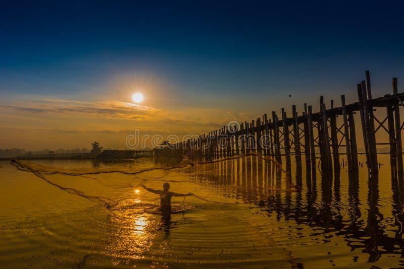 Lago Amarapura Myanmar Taungthaman da ponte de U Bein fotografia de stock royalty free