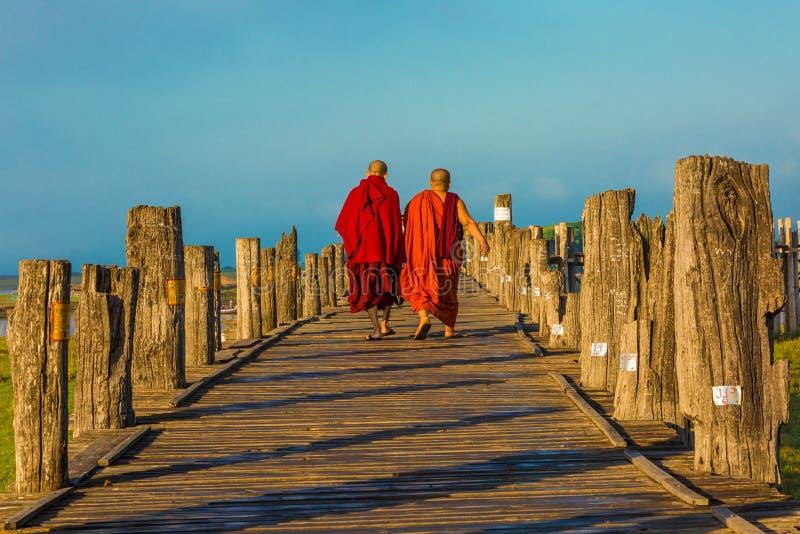 Lago Amarapura Myanmar Taungthaman del ponte di U Bein immagini stock libere da diritti