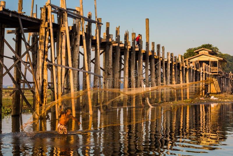 Lago Amarapura Myanmar Taungthaman del puente de U Bein foto de archivo libre de regalías