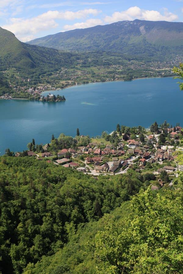 Lago Annecy en las montan@as francesas foto de archivo libre de regalías