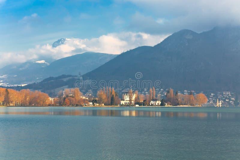 Lago Annecy no inverno foto de stock royalty free