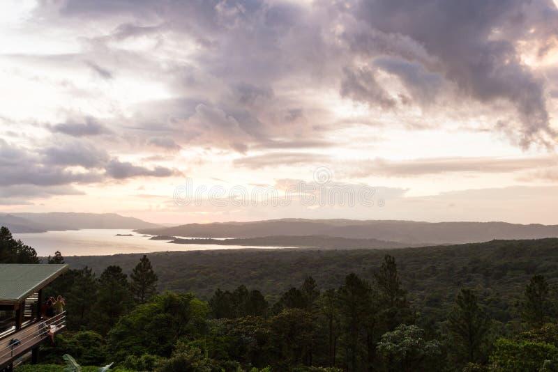 Lago Arenal al tramonto fotografia stock libera da diritti