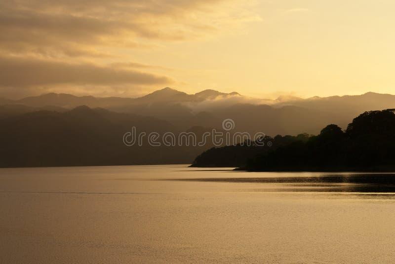 Lago Arenal no por do sol, Costa-Rica fotografia de stock royalty free