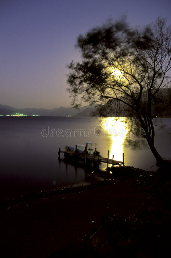 Lago Atitlan, Guatemala sunrise- fotografía de archivo