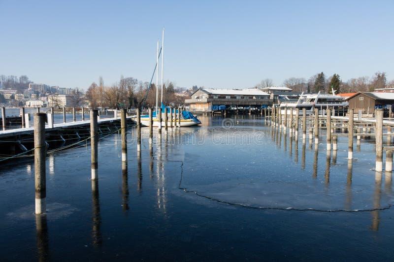 Lago Austria Traunsee inverno in Gmunden immagini stock