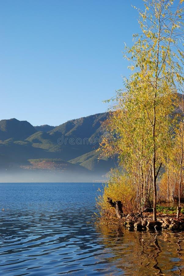 Lago autumn's imágenes de archivo libres de regalías