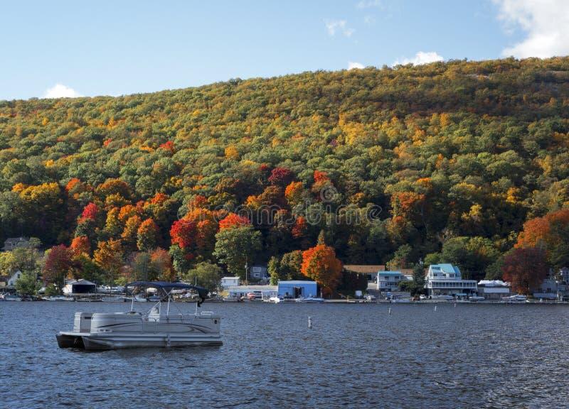 Lago in autunno fotografie stock