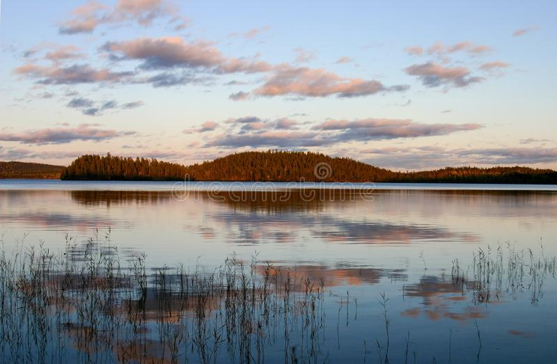 Lago in autunno della Carelia, settembre fotografia stock libera da diritti