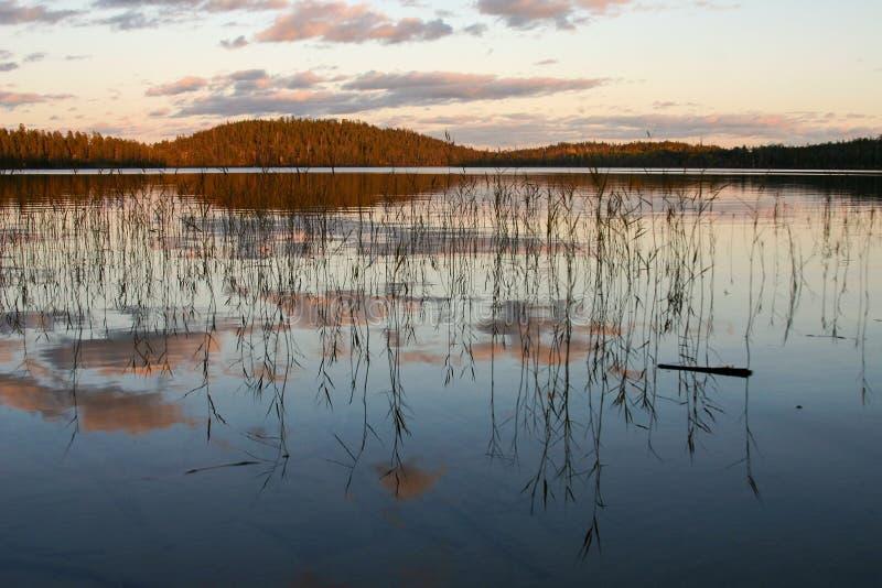 Lago in autunno della Carelia, settembre immagini stock libere da diritti