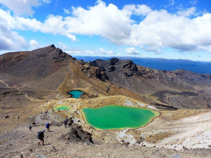 Lago azul do vulcão do parque nacional do cruzamento do tongariro de Nova Zelândia, lagos esmeraldas fotos de stock