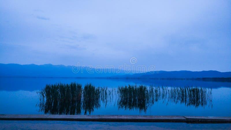 Lago azul lagoon imagenes de archivo
