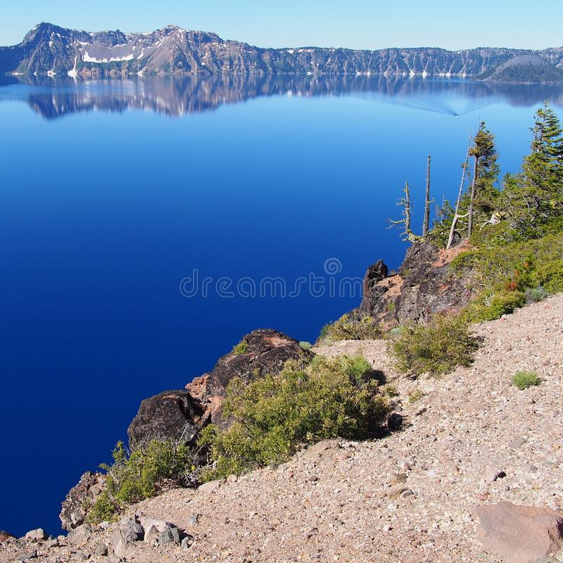 Lago azul profundo da cratera imagem de stock royalty free