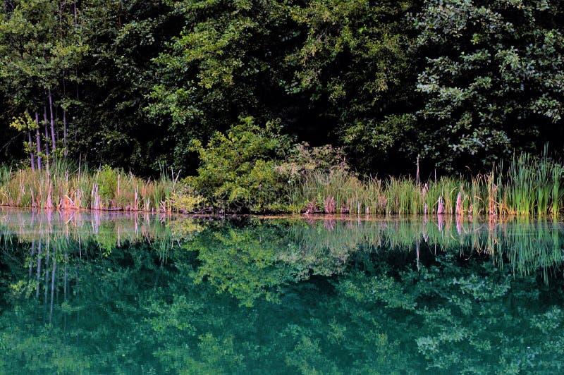 Lago azul romântico imagens de stock