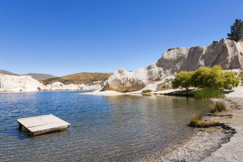 Lago azul, St Bathans, Otago, Nueva Zelanda imagen de archivo libre de regalías