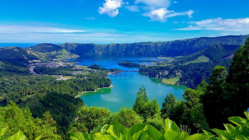 Lago Azul sull'isola di sao Miguel Azores immagine stock