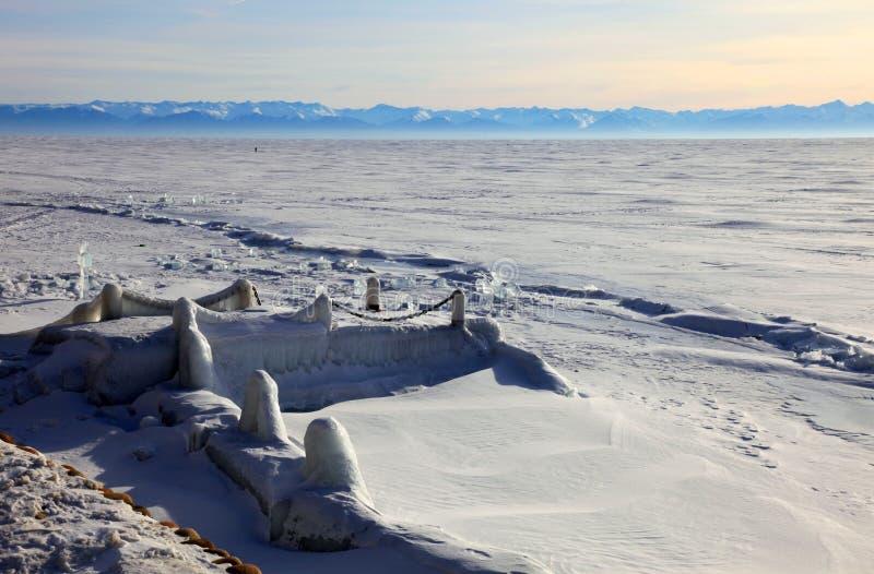 Download Lago Baikal congelado imagem de stock. Imagem de áspero - 12809691