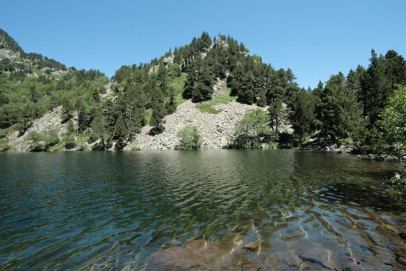 Lago Balbonne em Pyrenees, França foto de stock