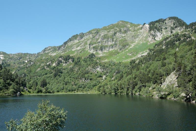 Lago Balbonne em Pyrenees, França imagens de stock royalty free