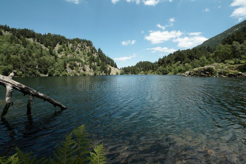 Lago Balbonne em Pyrenees, França foto de stock royalty free