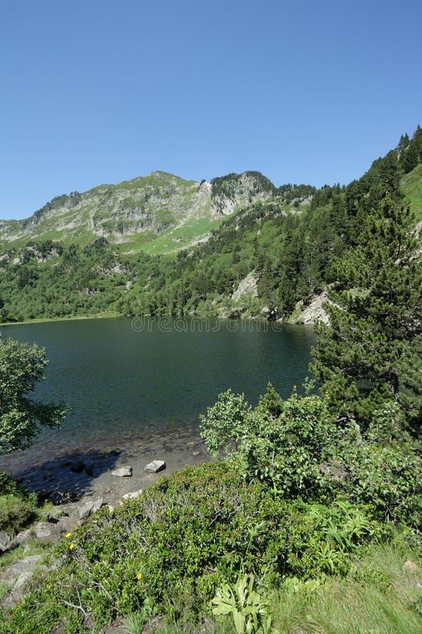 Lago Balbonne em Pyrenees, França imagem de stock