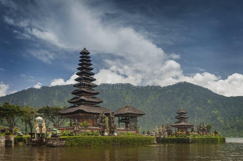 Lago Beratan. Bali, Indonésia imagens de stock royalty free