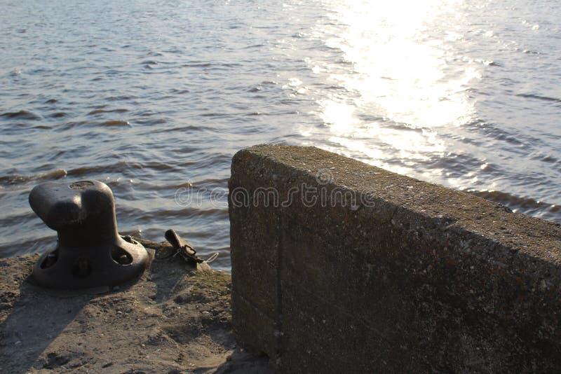 Lago bianco con un pilastro immagine stock libera da diritti