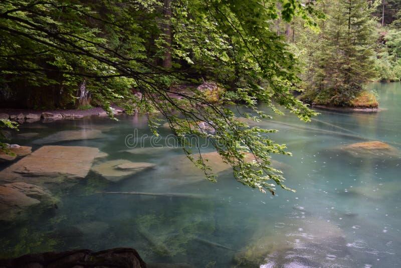Lago Blausee, Suiza imagenes de archivo